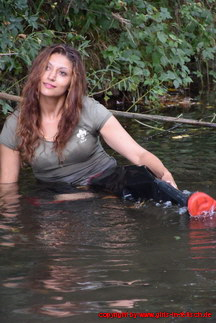 Bianca in black Waders